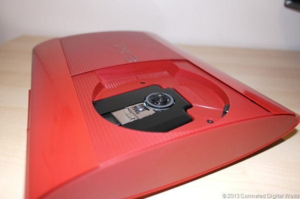 CDW - Hands on with the Red Sony PS3 - 12