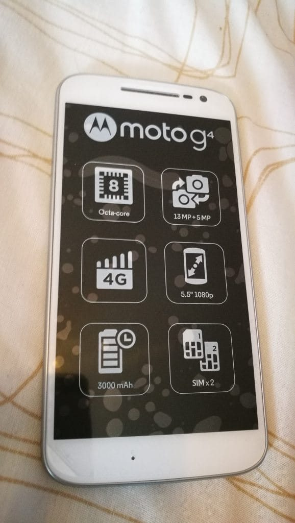 Front screen of the Moto G4